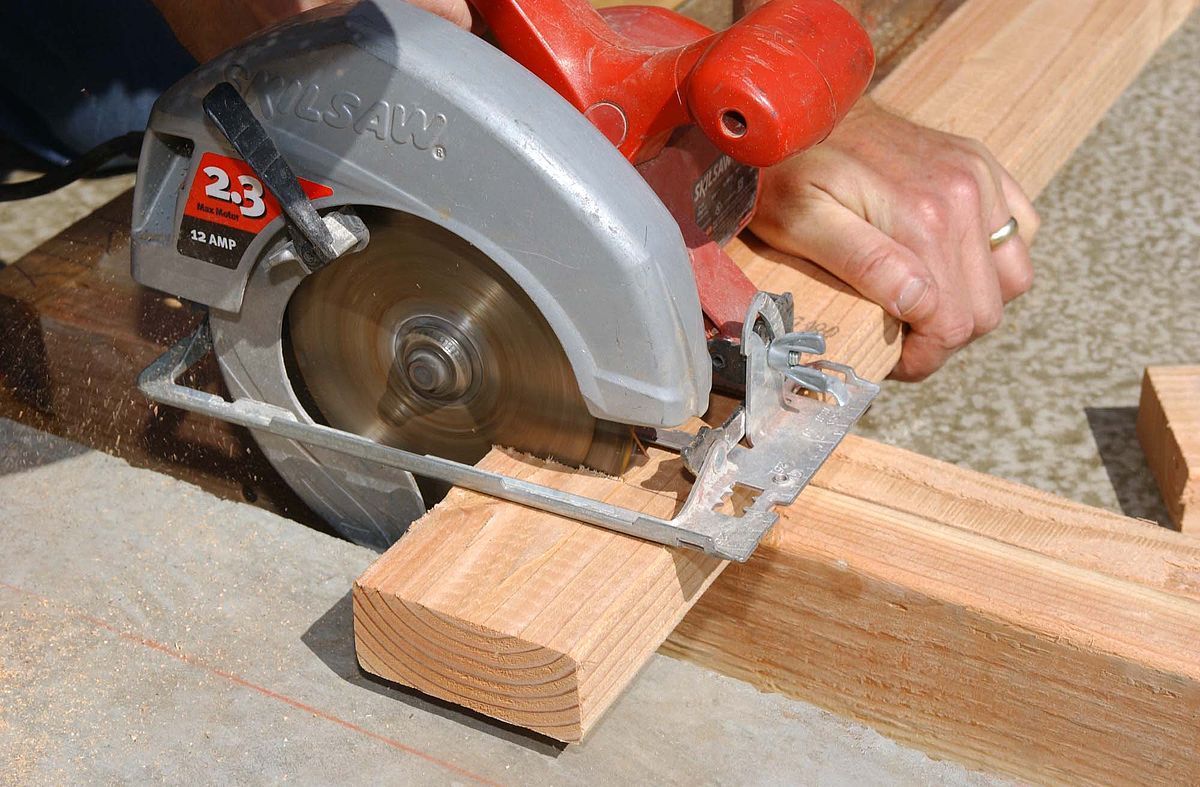 How to Use a Circular Saw Without a Table